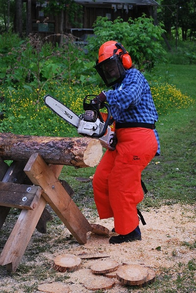 using chainsaw safely