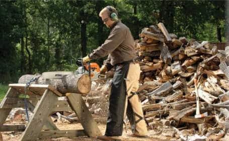 Using chainsaw posture