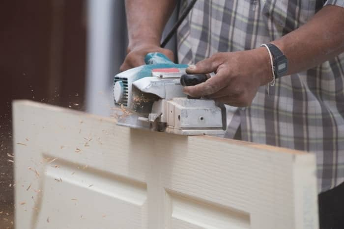 Using An Electric Planer