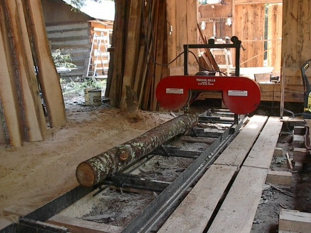 What do you know about how to saw lumber with a bandsaw mill