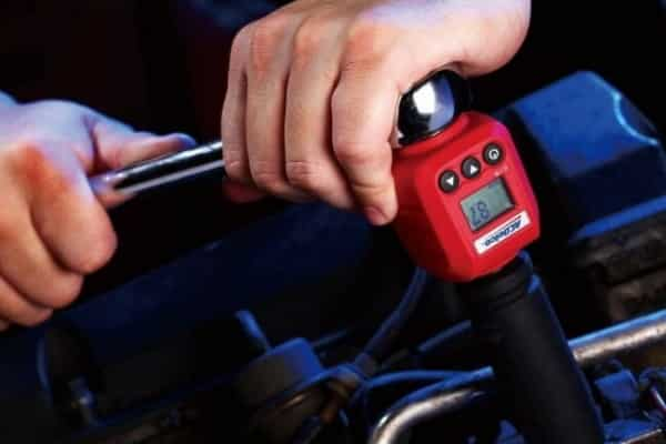 Digital type of torque wrenches