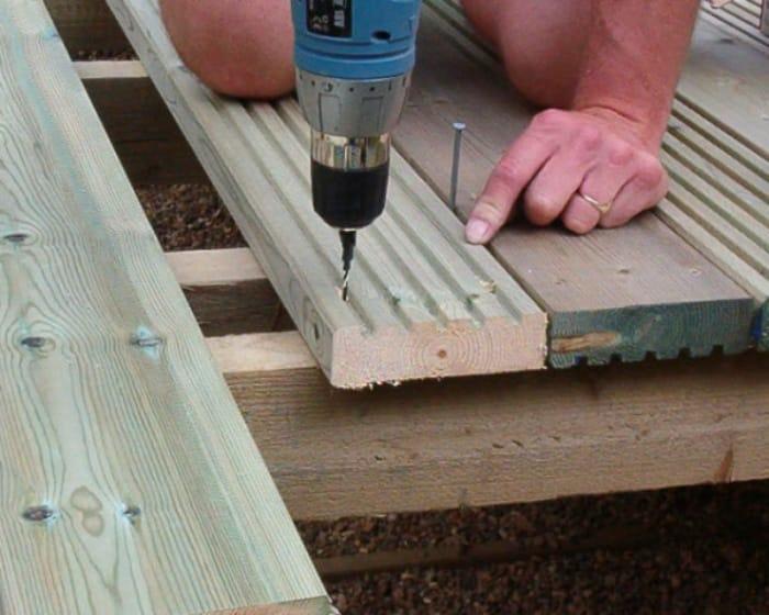 How Many Screws Per Deck Board