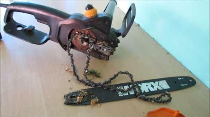 A Saw Getting Off The Chainsaw
